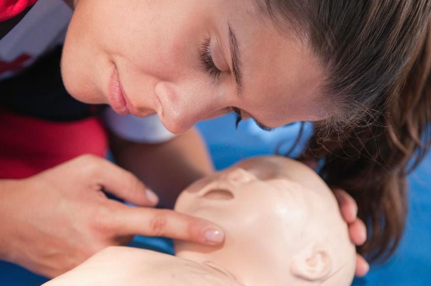 comprovació que el nen respira